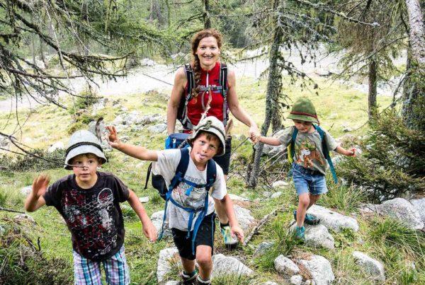 Familienwanderung (Foto © Stefan Steinegger) | AVS