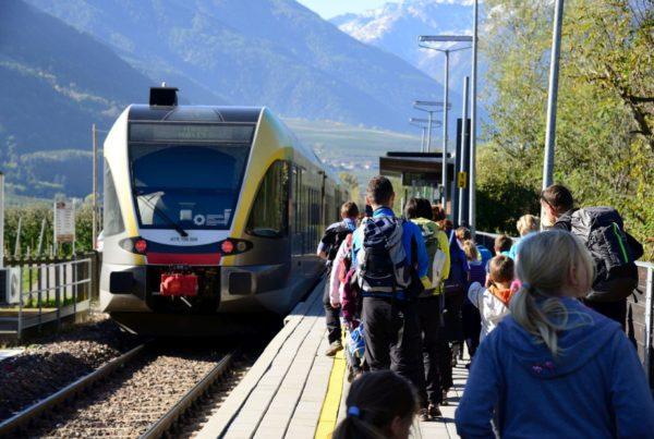 Familienwanderung mit dem Zug (c)Wolfgang Niederhofer