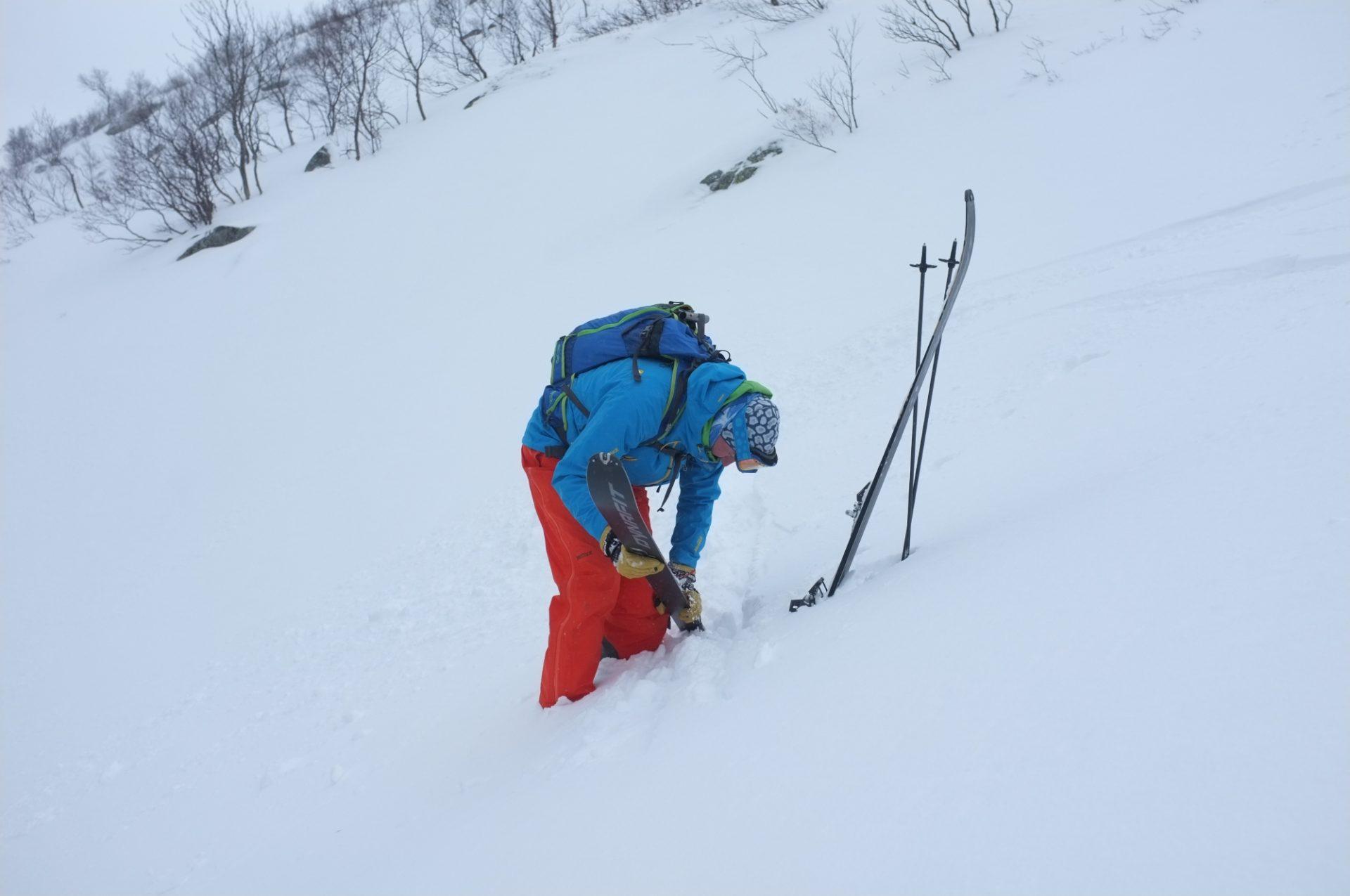 Bergsteigertipp Ski anziehen 1 I (c) Peter Plattner