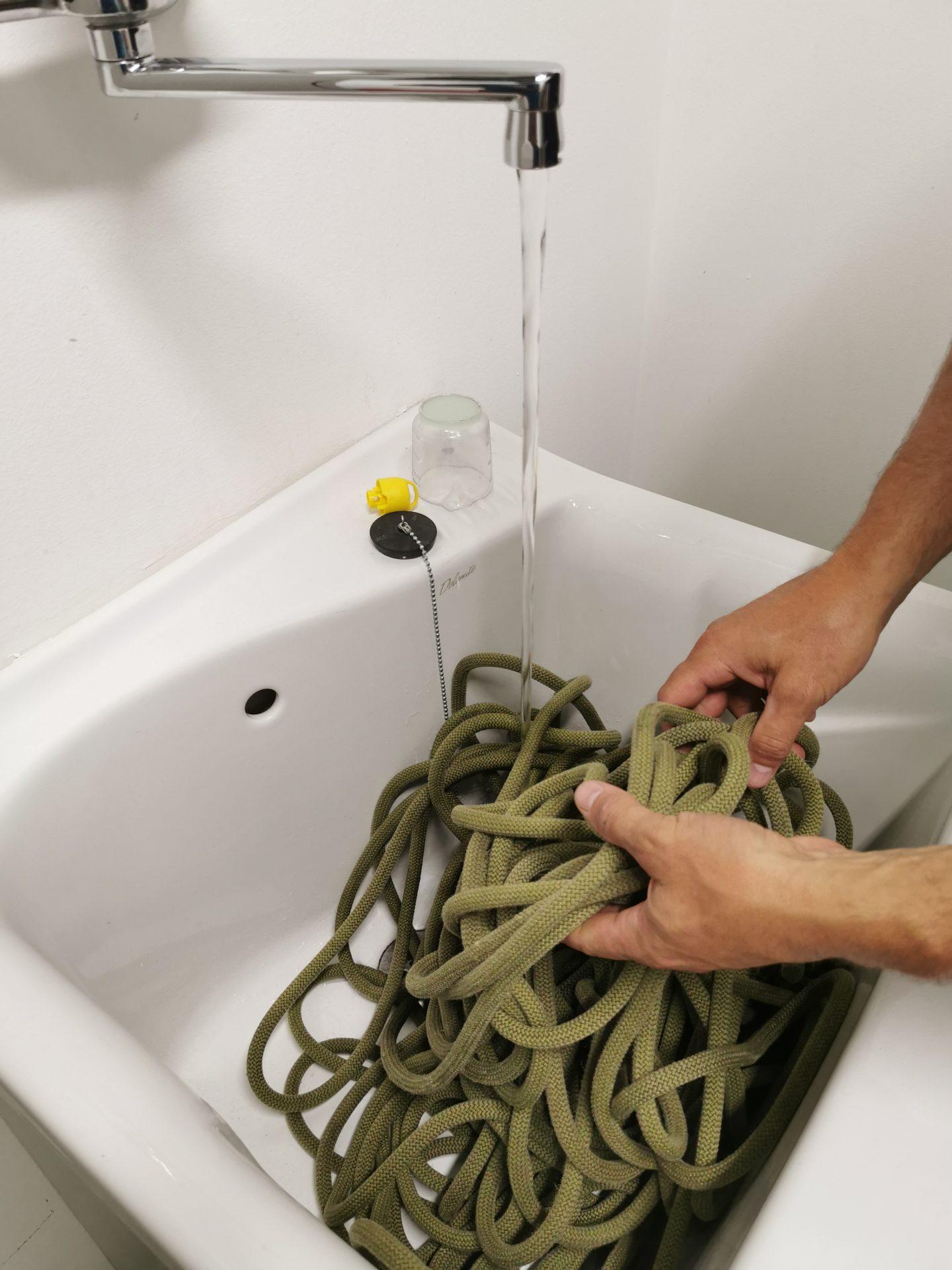 Seilwaschen mit Hand © Theodor Daum