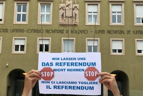 Plakat_Landhaus_Haende I (c) Intiative fuer direkte Demokratier
