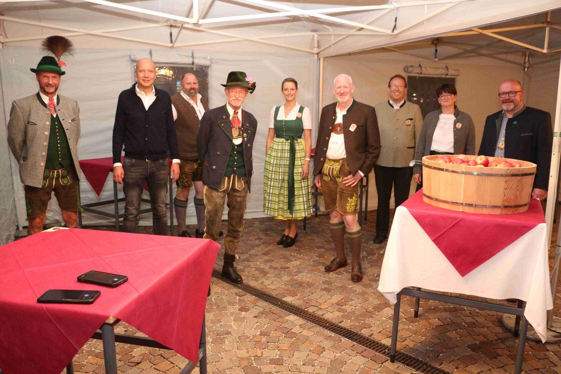 Gäste beim Festabend der Jahrestagung I ©Alfred Moling I Bergsteigerdörfer