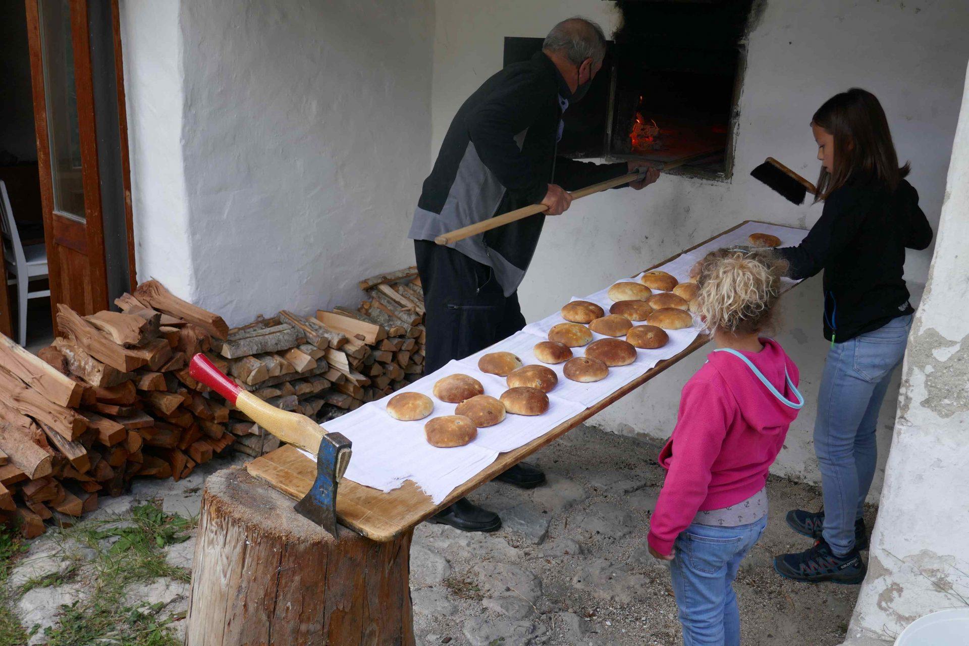 Crosti backen I ©Anna Pichler I Bergsteigerdörfer