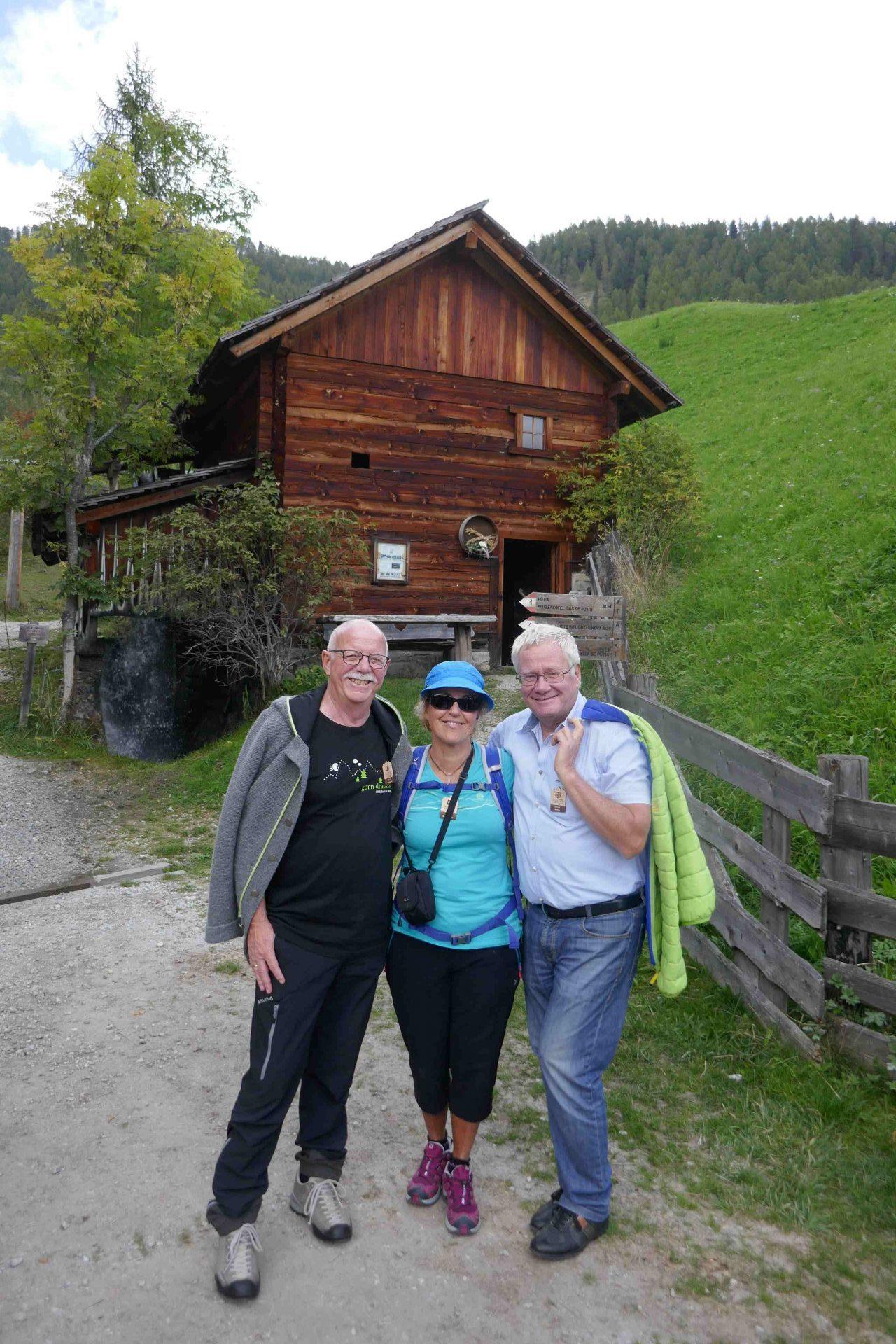 AVS-Präsident Georg Simeoni mit Vizepräsidenten Ingrid Beikircher und Elmar Knoll I ©Anna Pichler I Bergsteigerdörfer